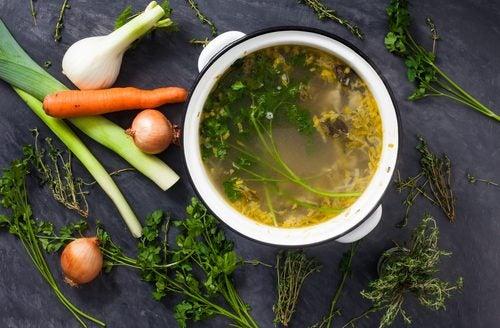 Cómo preparar deliciosos caldos de verduras para perder peso