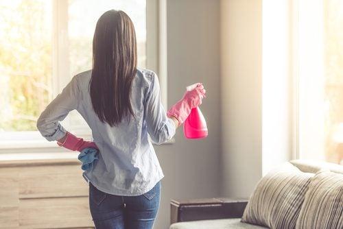 Los riesgos de limpiar demasiado en el hogar