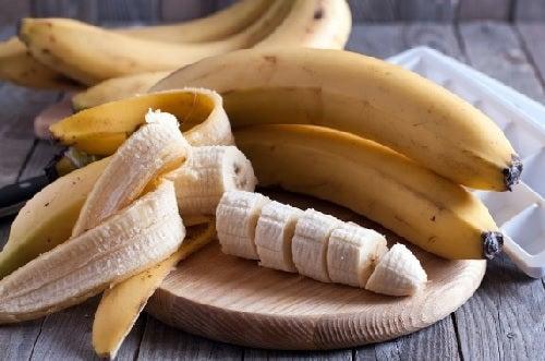 Una mascarilla de miel y plátano ayuda a fortalecer el caballo y a prevenir la caída.