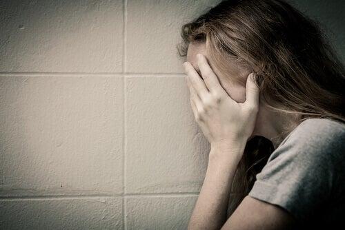 Mujer maltratada llorando