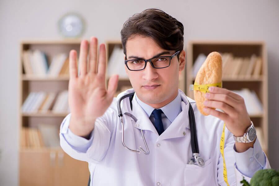 Hay que dejar de comer carbohidratos para quemar grasa extra.