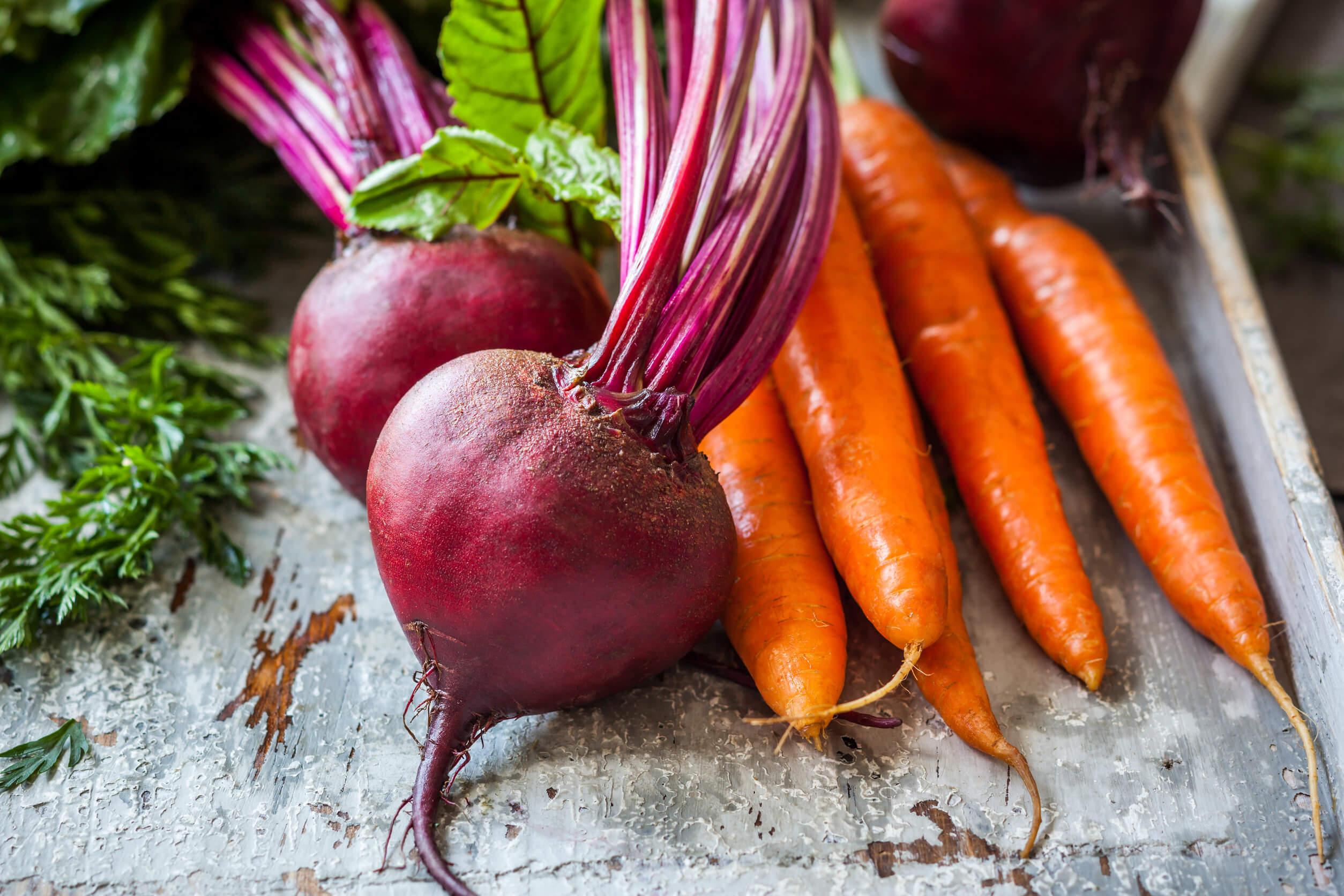 Incluirel zumo natural a base de remolacha y zanahoria