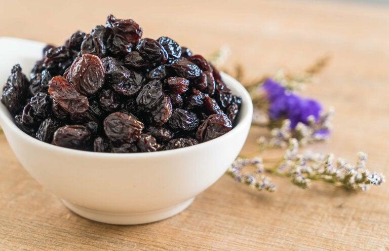 Razones para consumir uvas pasas por la mañana