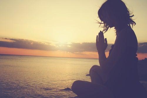 Meditar para evitar un posible ataque de pánico