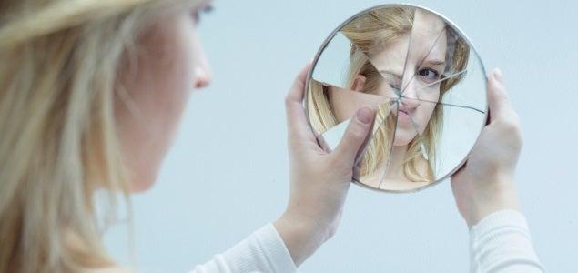 Para aceptar los defectos de nuestro cuerpo debemos ver el espejo como una herramienta, no como una obsesión