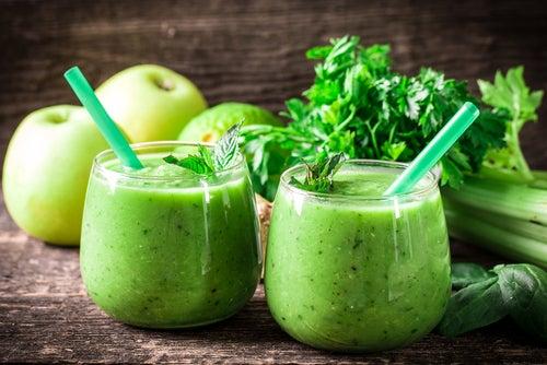 Depúrate en sólo un mes con limón, apio y manzana verde