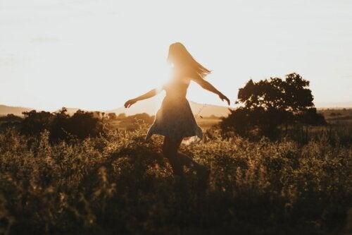 Valientes son quienes recogen sus pedazos y se reconstruyen solos