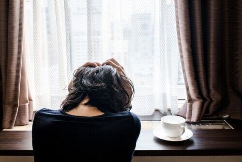 Mujer con depresión atípica.