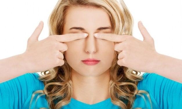 ¿Por qué se producen los ojos llorosos y cómo tratarlos naturalmente?