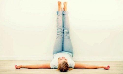 Pon las piernas en alto.