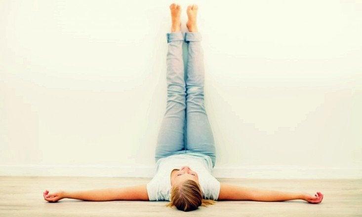 Los beneficios de poner las piernas en alto cada día durante 20 minutos