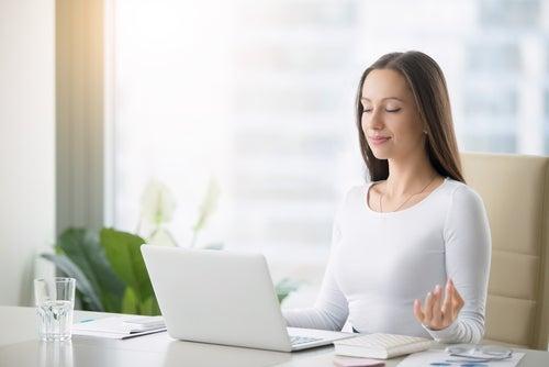 Las mejores técnicas de relajación en la oficina