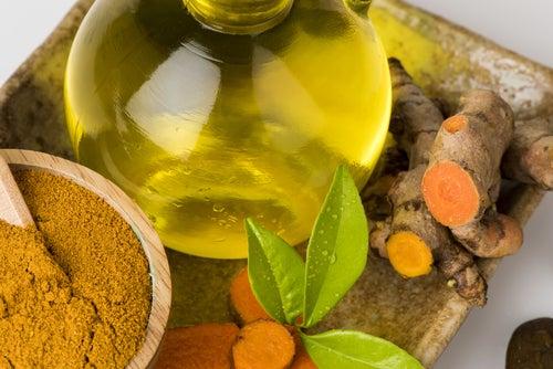 Remedio para el dolor a base de cúrcuma, pimienta y aceite de oliva