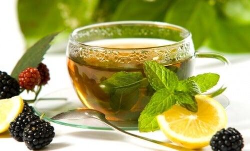 El té verde, el limón y el jengibre forman un equipo perfecto a la hora de acelerar el metabolismo.