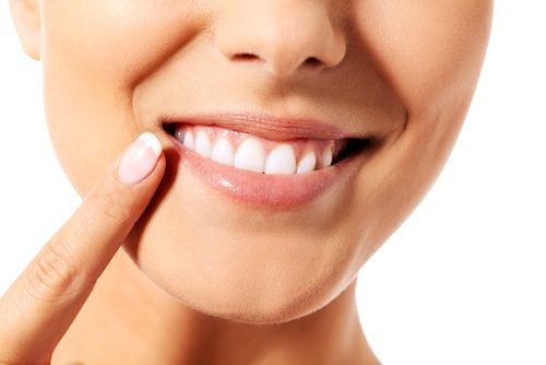 9 tips para cuidar la dentadura de manera efectiva y natural