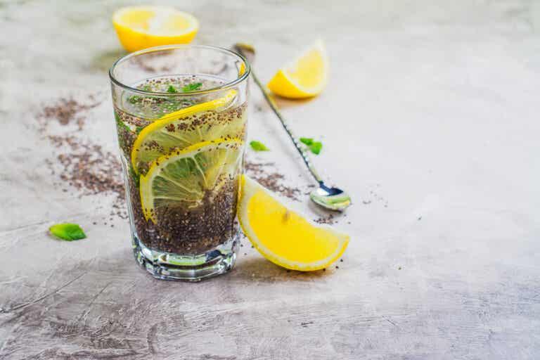 Zumo de limón y semillas de chía para el colesterol
