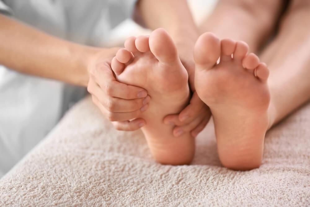 21 pontos nos pés que melhoram a sua saúde