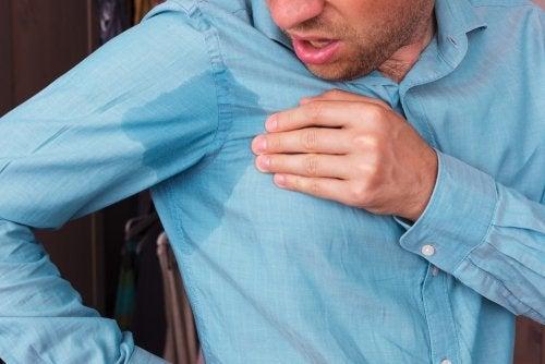 Evita la sudoración en las axilas con 5 remedios naturales