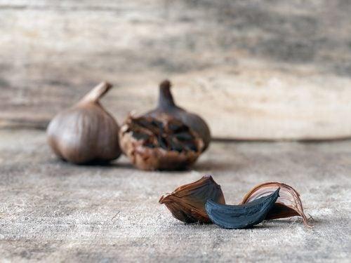 Cómo se consume el ajo negro