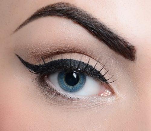 Delineado-griego ojos