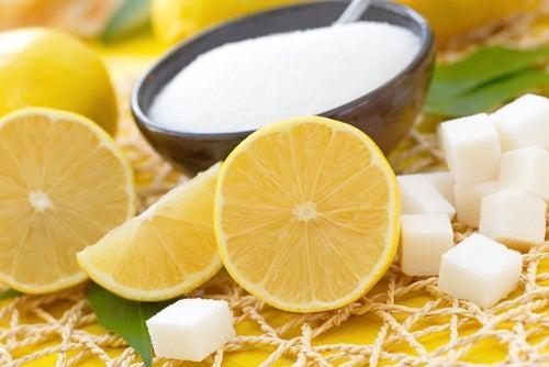 Limón y azúcar para blanquear las axilas