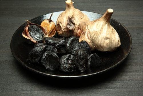 Qué saber sobre el ajo negro