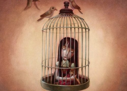 niño dolido encerrado en una jaula