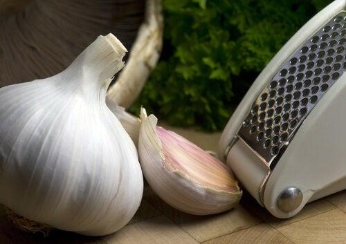 El ajo puede combatir la presión arterial alta.