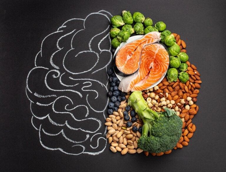 7 alimentos que mejoran tu salud cerebral y bienestar mental