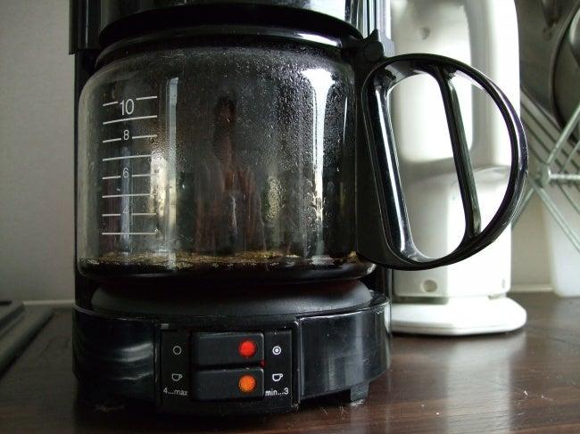 Cómo limpiar la cafetera con vinagre y otros productos naturales