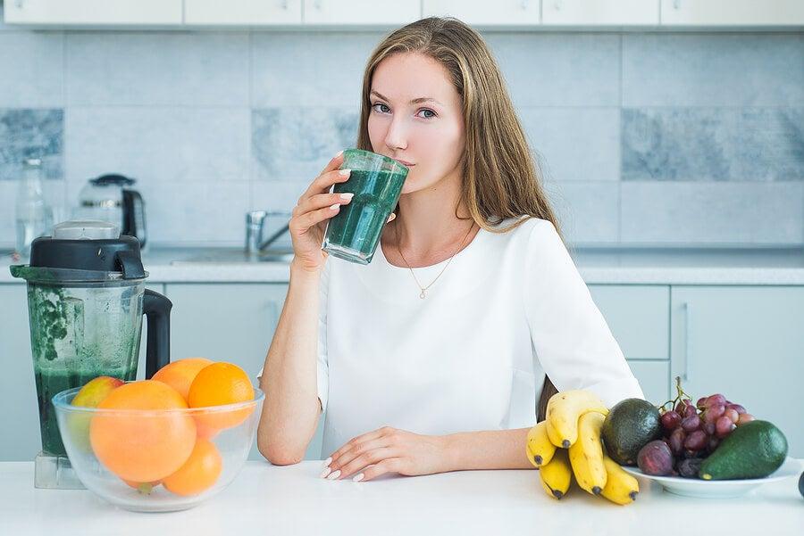 A tus jugos depurativos puedes añadirles avena o frutos secos.