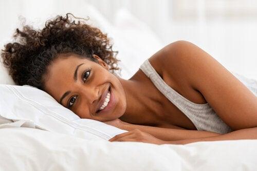 9 sencillos hábitos para despertar con el vientre plano