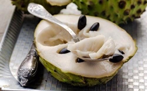 9 beneficios de comer chirimoya