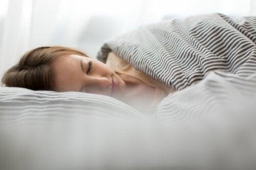 Cómo evitar despertar de la siesta hecho un zombi