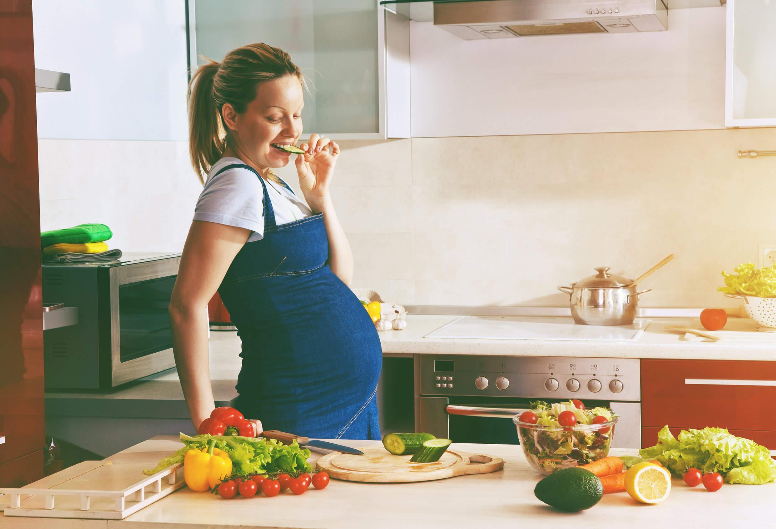 Dieta en el embarazo no incluye nuez moscada.