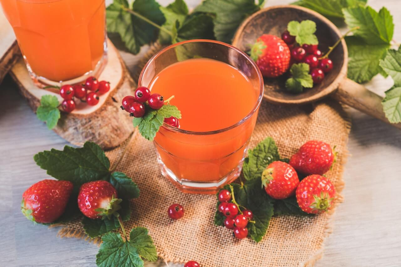 Jugo de fresas y naranja