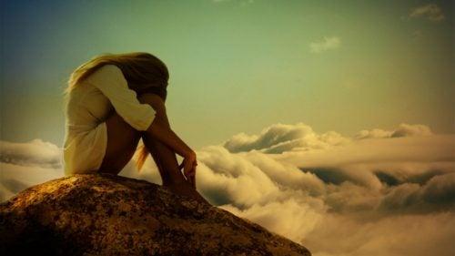 Soledad-a-veces-necesaria-antes-de-vivir-con-una-falsa-compañia