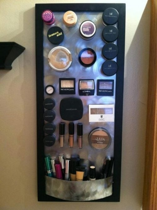 Velcro board to organize your makeup