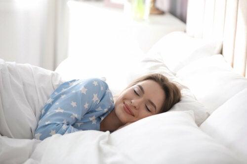 6 bebidas naturales para dormir mejor