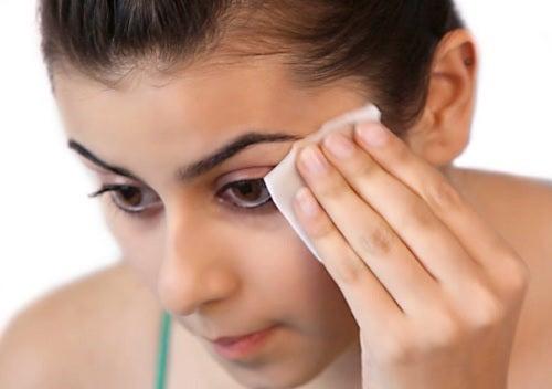 7 métodos para remover el maquillaje naturalmente
