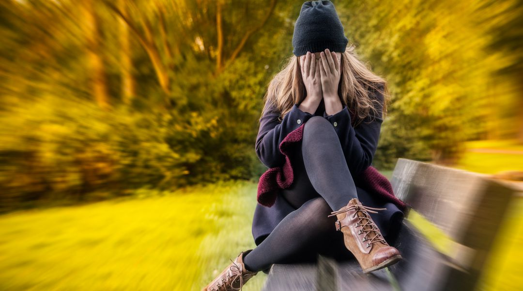 mujer-asustada y con ansiedad