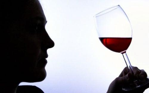 6 señales de adicción al alcohol