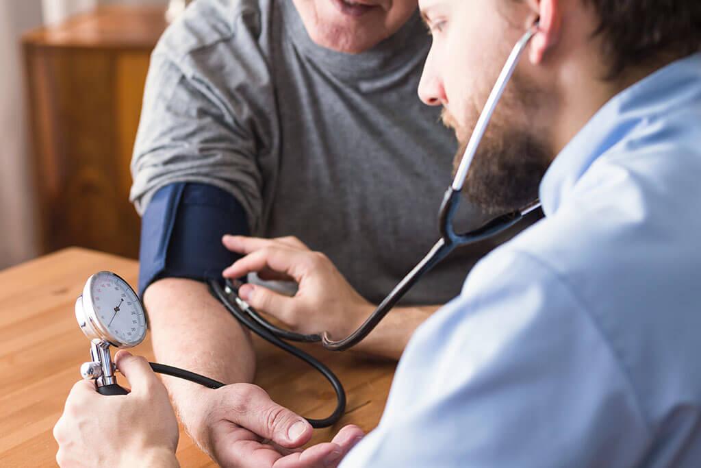 Medición de la presión arterial tras usar espino blanco.