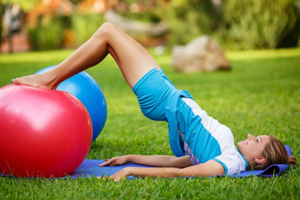 Descubre por qué el fitball te ayuda a fortalecer la zona lumbar