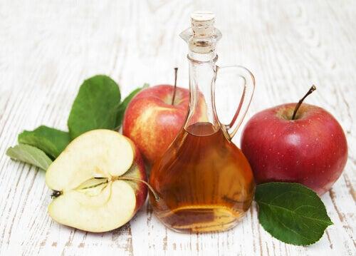 vinagre de manzana en una botella