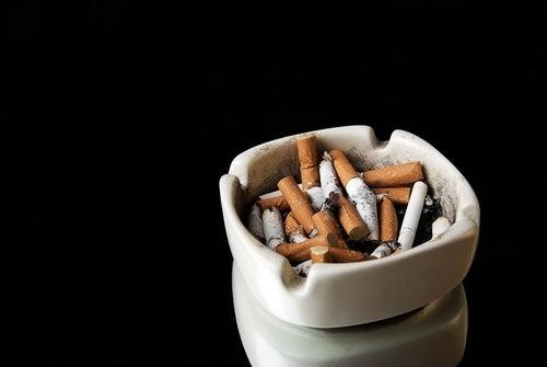 Consejos para dejar de fumar: retira los ceniceros de tu casa y de tu carro