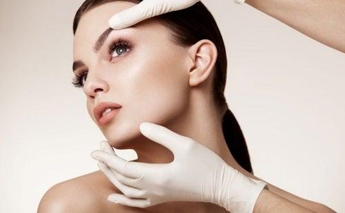 5 formas de cuidar tu rostro después de un lifting facial