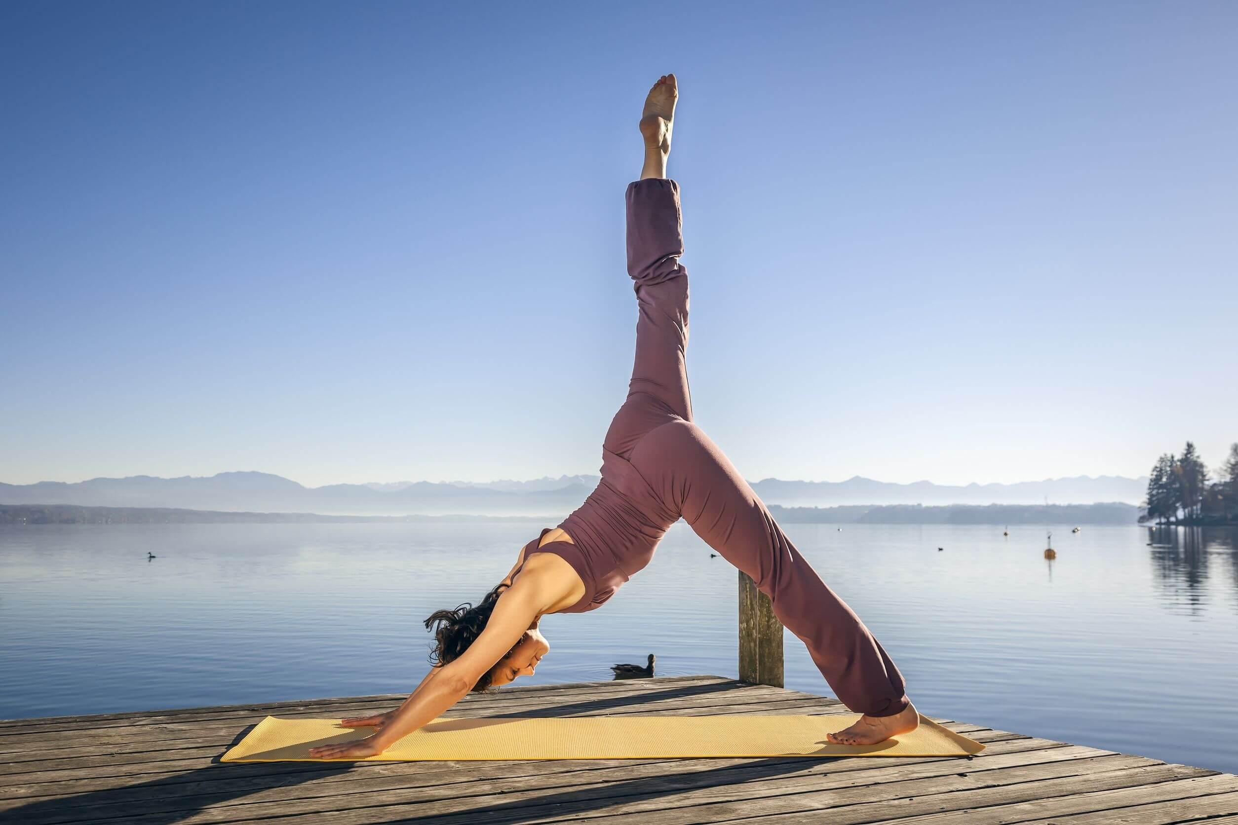 Hacer yoga para perder peso es buena idea.