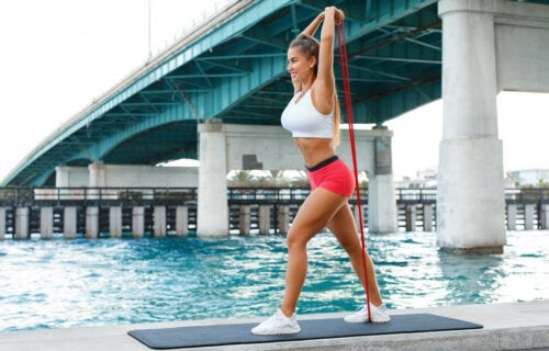 Los mejores ejercicios con banda elástica