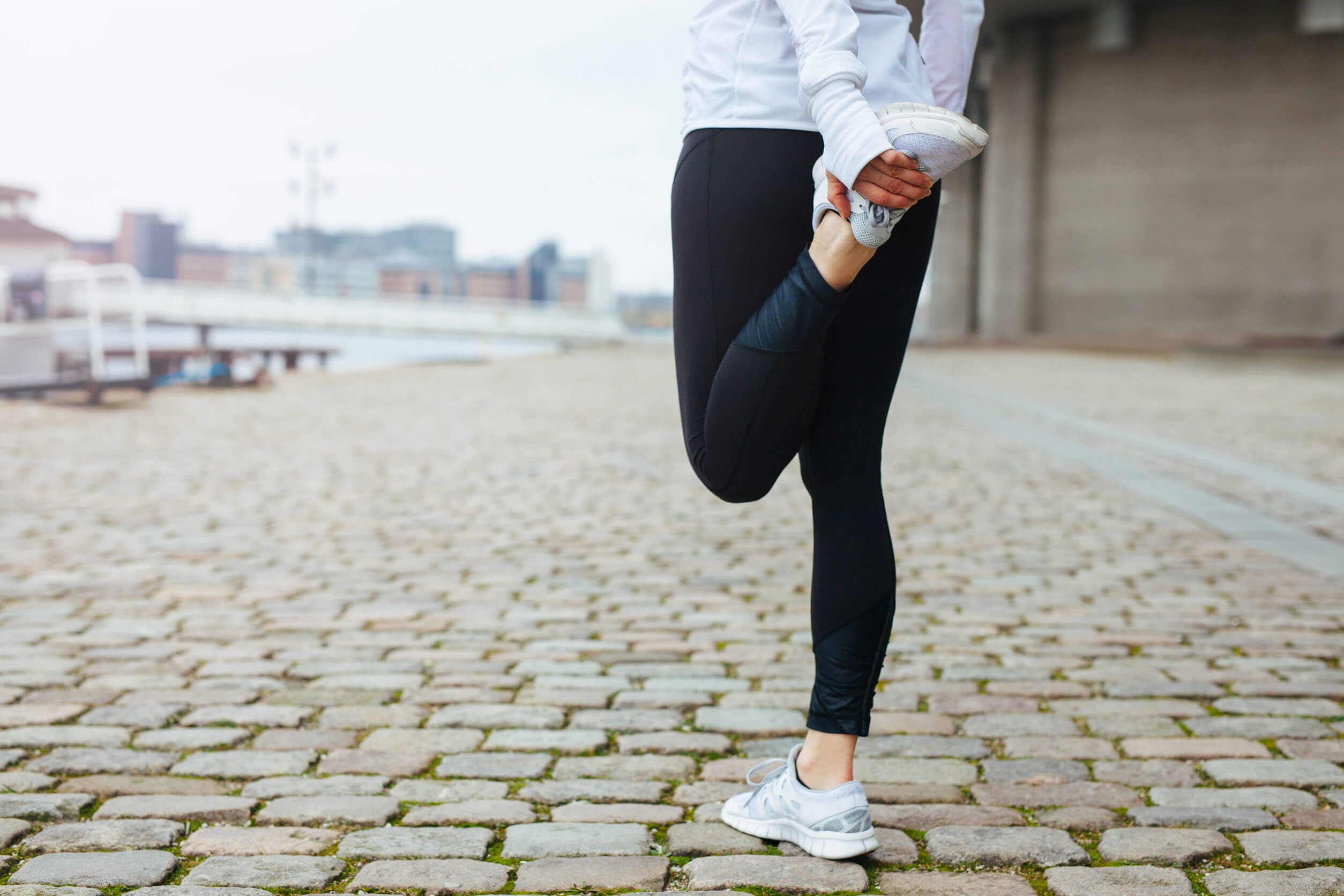 Para aliviar el dolor de espalda es recomendable hacer estiramientos.